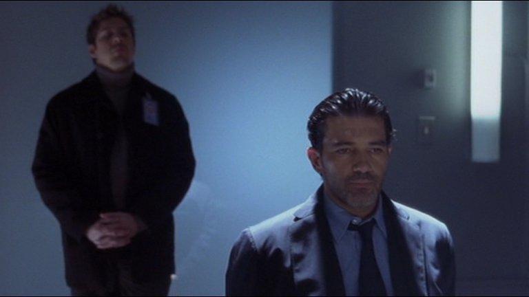 """""""Балистик: Екс срещу Севър"""" (Ballistic: Ecks vs. Sever)Година: 2002Това е филмът с най-лош рейтинг от всички, защото тук цели 118 критици са се съгласили, че в скалата от 0 до 100 този филм заслужава 0. Много от тях твърдят също, че това е кота 0 в кариерата на Антонио Бандерас и Луси Лиу, които играят двама тайни агенти, съсредоточени върху убийството на другия. Резултатът, режисиран от тайландеца Вич Каосаянанда, е скучен екшън с очевидно сложен, но абсолютно неразбираем замисъл, който според критика Тод Джилкрайст е трябвало да се казва """"Садистик"""", за да знаят хората какво да очакват предварително."""