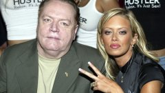 Създателят на списанието Hustler почина на 78-годишна възраст (на снимката: с порноактрисата Джена Джеймсън)