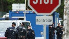 Досега в Унгария бяха задържани общо петима души - четирима българи и един мъж с афганистанско гражданство.