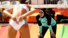 Заради облеклото си египтянката Доа Елгобаши предизвиква множество коментари, а вниманието към нея е голямо