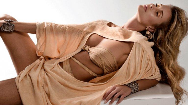 """""""Най-секси моделът на бански в света"""" Джоана Крупа обича и да играе покер"""