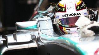 Те не могат да накарат автомобила си да се движи с повече от 100км/ч, но за сметка на това шумят като за цял отбор на Формула 1, натискат газта, карат гумите да свият и се чувстват велики. Само че не са.
