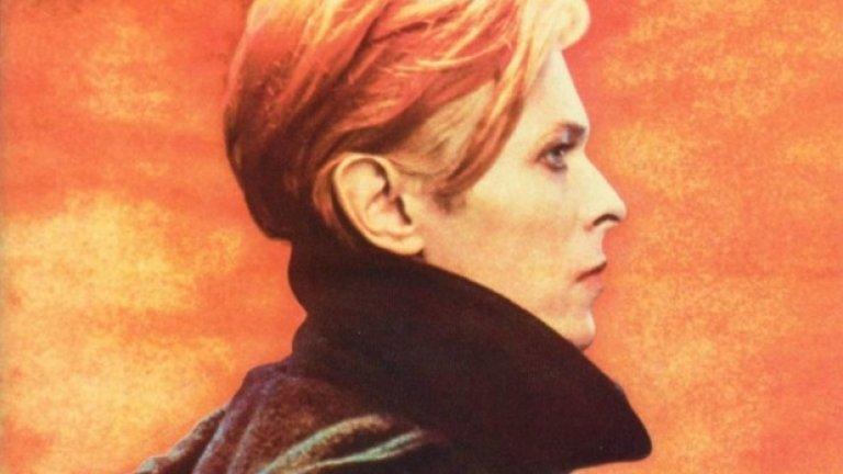 David Bowie – Low (1977)  Почти всяка от 70-тарските обложки на Дейвид Бауи представя негов фантастичен портрет. При т.нар. Берлинска трилогия всяка обложка изобразява Бауи с поглед, встрани от камерата.