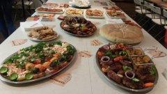 По време на откриването на кампанията петима готвачи представиха традиционни за своите места храни