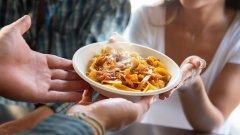 Спагетите и техните събратя като талиателите, пеннето и конкилионите изненадващо или не чак толкова си подхождат страхотно с есенни находки като разнообразни видове гъби, тиква, броколи, карфиол и нахут.  А в галерията ще видите осем точно такива бързи, лесни и есенни рецепти с паста, които да изпробвате тази седмица: