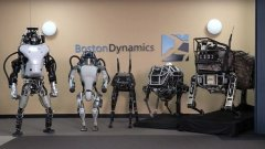 Вижте няколко от най-впечатляващите, но и най-влудяващи, разработки на роботи, закупени досега от американската армия с парите на данъкоплатците...