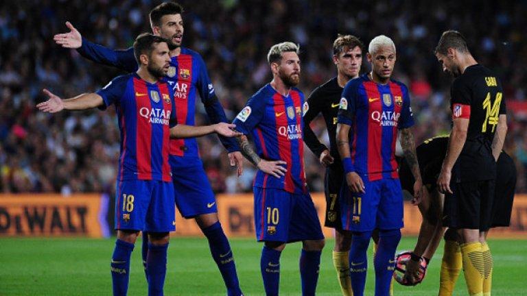 """1. Барселона не е същият отбор без всички представители на триото МСН на терена Видя се отново, както и при загубата от Алавес. Тогава Луис Енрике бе дал почивка на Меси и Суарес. Двамата влязоха в началото на второ полувреме, но не успяха да влязат бързо в мача и не остана време за обрат. Същото се случи и срещу Атлетико. Голът на """"дюшекчиите"""" падна минута след като Меси бе заменен. Изглеждаше сякаш самото излизане на аржентинеца повлия психически на каталунците, които след това така и не намериха път към вратата на Облак за втори гол."""