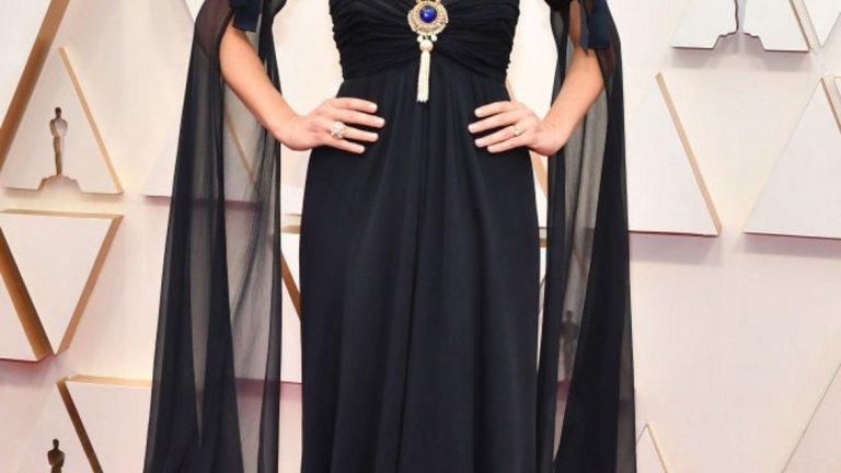 Марго Роби   Роби беше сред звездите, които предпочетоха класическото черно с намигване към златните години на Холивуд. Роклята е Chanel.