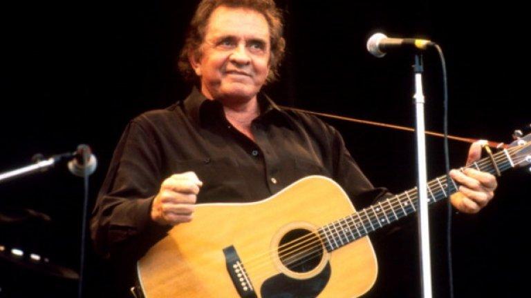 Johnny Cash - Solitary Man Песните на Джони Кеш могат да са мехлем за всяко наранено и самотно сърце, а Solitary Man разказва именно за това - за нежеланието да играеш игрички и да правиш компромиси с любовта (и с неверни жени).