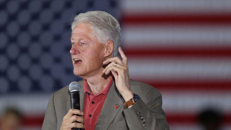 Бил Клинтън е отгледан от баба си и дядо си след смъртта на баща му. Когато е на 15 години, той е осиновен от втория си баща.