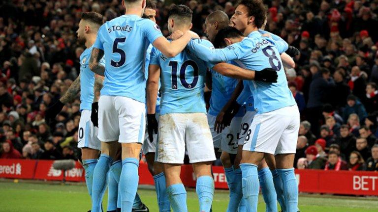 """10. 20 януари 2018 г.: Една загуба не променя нищо Манчестър Сити допусна първо поражение за сезона с 3:4 в спиращ дъха сблъсък с Ливърпул. Веднага след това """"гражданите"""" се върнаха на победния път, а след поражението на """"Анфийлд"""" на 14 януари загубиха само пет точки – равенство 1:1 като гост на Бърнли и загуба с 2:3 от Манчестър Юнайтед на """"Етихад"""" – докато стигнат до титлата."""