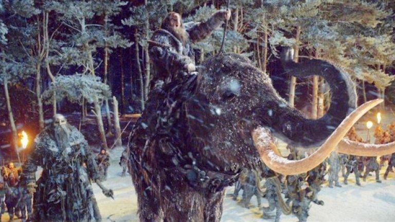 """""""Стражите на Вала"""" (Сезон 4, епизод 9) Ако мислехте, че втората режисирана от Нийл Маршъл битка, която продължава цял епизод, може да не е така добра като първата, сте сбъркали. Нападението на диваците срещу Вала се отличава с ледена, кървава красота. От гиганти и мамути до огромни ледени коси, поразителната гледка предизвиква усещане за епично фентъзи.   Междувременно хореографията на битките в свръх-близки планове, включваща и 43-секунден кадър от кран на цялото бойно поле в Черния замък, поддържат клането реалистично. Накрая смъртта на приятелите на Джон Сноу - Пип и Грен (и особено загубата на неговата бивша приятелка-дивачка Игрит) превръща триумфа в трагедия"""