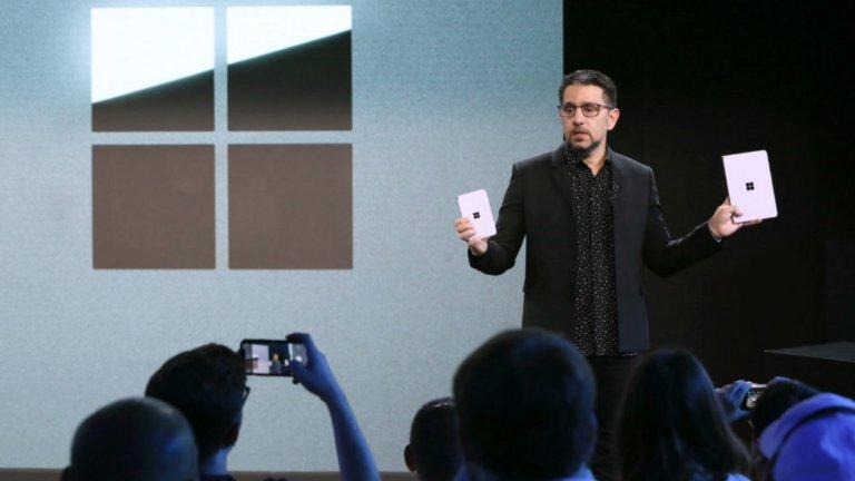 Панос Панай от Microsoft представя Surface Duo и новият таблет Surface Neo, който също е с два екрана.