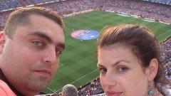 """Николай Димитров със съпругата му - Славомира, на """"Камп Ноу"""", осъществявайки дългогодишната мечта да гледа мач на Барселона на живо"""