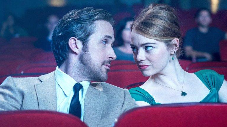 La La Land Романтичният мюзикъл на Деймиън Шазел, който срещна джаз пианиста Себастиан и кофи шоп сервитьорката Миа по пътя към холивудските им мечти, е сигурно един от най-красивите филми, правени изобщо. Химията между Райън Гослинг и Ема Стоун е в състояние да пробие телевизионния екран, двамата са изящни като порцеланови статуетки, а саундтракът на мюзикъла е блаженство за изморения ни от неприятни новини слух.