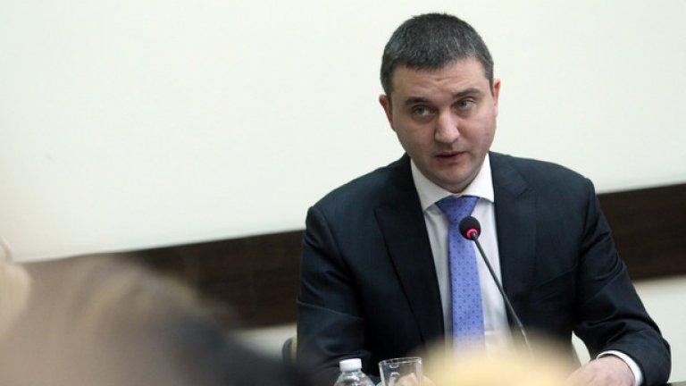 Досега Министерството на финансите подхождаше с резерви към разсекретяването на доклада с аргумента, че осветяването на ключови имена и данни може да попречи на събирането на дълговете на държавата в КТБ