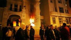 На 21 февруари 2008 г. след обявяването на независимостта на Косово бе щурмувано американското посолство в Белград. Главни действащи лица бяха момчетата от агитките на Цървена звезда и Партизан