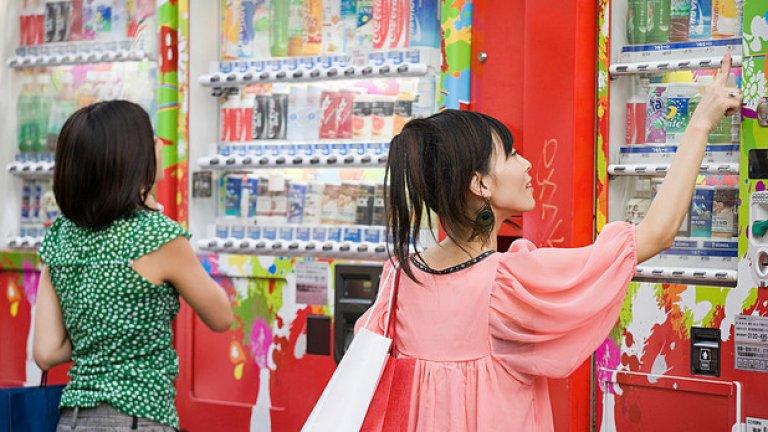 Японците не просто ползват автомати за храна и вода, при тях този тип пазаруване е толкова популярен, че оттам можеш да си вземеш не просто напитка или десерт, но също така бельо или дори живи омари...