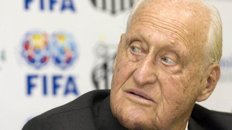 Бившият президент на световната футболна федерация ФИФА Жоао Хавеланж почина през август месеци след стотния си юбилей. Хавеланж, който по професия беше адвокат, ръководи ФИФА от 1974 до 1998 година, а след като напусна беше избран за почетен президент на централата. Отказа се от поста през 2013 година след обвинения в корупция.