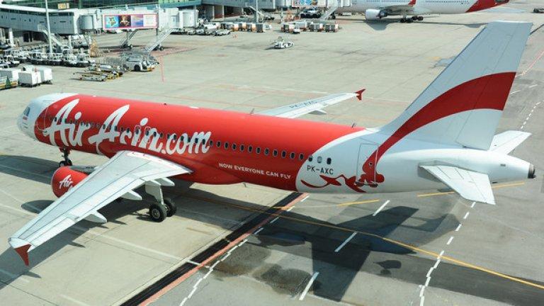 Снимка на изчезналия самолет от 5 март 2011 година на пистата на летището Чанги в Сингапур