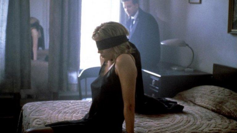 """Девет седмици и половина   На практика всеки кадър между Ким Бейсингър и Мики Рурк е наситен с невероятно много еротика. От """"Девет седмици и половина"""" идват редица сцени, които след това се преповтарят във филми като """"50 нюанса сиво"""". Да, онази сцена с леда тръгва именно от Бейсингър и Рурк...  Да не забравяме, че саундтрак към филма е не коя да е песен, а """"You Can Leave Your Hat On"""" на Джо Кокър."""