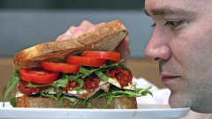 Aмериканските вегетарианци средно изяждат по една порция месо на ден. На какво се дължи това и доколко е устойчива вегетарианската диета във времето?