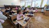 Учениците от 7,8 и 10 клас се връщат обратно в класните стаи