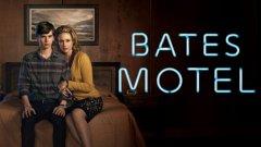 """""""Мотел Бейтс"""" (Bates motel) Сериалът проследява младите години на най-известния убиец и любимец на Хичкок - г-н Норман Бейтс. """"Мотел Бейтс"""" проследява ранните години на Норман, докато майка му Норма е жива, двамата живеят в изоставения си мотел и развиват нерационална и ненормална връзка един с друг. Сезон 3 на сериала идва след интересен отворен финал, и ако до този момент не сте гледали """"Bates motel"""" или пък """"Психо"""" на Хичкок, сега е моментът да поправите тази грешка"""