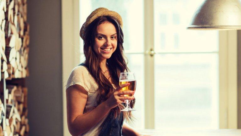 Пет истини за жените, които обожават свежестта на пивото