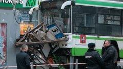 Най-малко трима са ранени при катастрофата