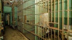Най-странната обява за имот идва от САЩ, предлагайки къща с 4 спални, 2 бани и малък затвор в задния двор