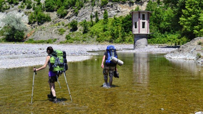 """За да се стигне пеша до Патмос, трябва да се пресече река Боровица, на мястото, от което тя постепенно се влива в язовир """"Кърджали""""."""