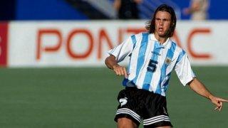 През 1994 г. Фернандо Редондо се присъединява към Реал Мадрид – годината, в която Пасарела поема Аржентина, годината, в която селекционерът ще се превърне в най-големия кошмар за футболиста… и обратното.