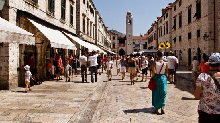 В Дубровник затвориха повечето сергии за сувенири и ограничиха круизните кораби