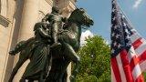 Руският милиардер, който иска да спаси набелязаните от Black Lives Matter статуи