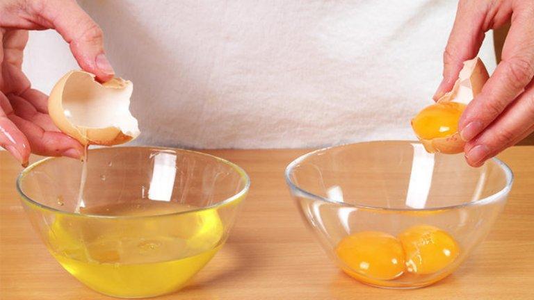 """1. Белтъци. Целите яйца са един от най-висококачествените продукти, богати на протеин. А вече е доказано, че жълтъците, не влияят на нивото на холестерол в кръвта. Така че не вярвайте на """"експерти"""" в ресторанти, казващи, че белтъкът е полезен, а цялото яйце не е."""