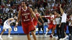 Героят на Турция Керем Тунчери, който с кош секунди преди края донесе участието във финала