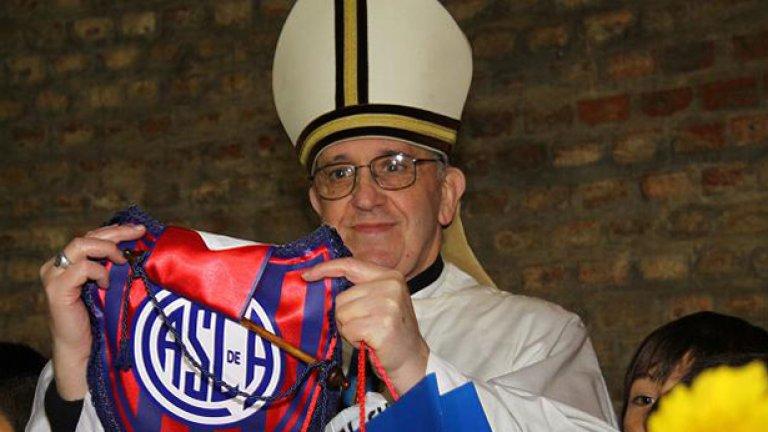 Франциск Първи притежава клубна карта №88 235
