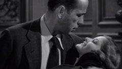 """Хъмфри Богарт в ролята на частния детектив Филип Марлоу в екранизацията на """"Големият сън"""" (1946). Марлоу е творението на писателя Реймънд Чандлър, което трудно щеше да вирее днес."""