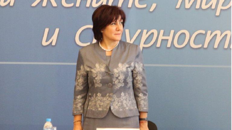 Според нея ЦИК трябва да организират машинното гласуване, за да няма съмнения, че управляващите ги контролират