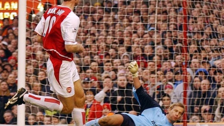 През януари 2003 Бергкамп влезе в списъка с играчи на Арсенал, отбелязали 100 гола за клуба