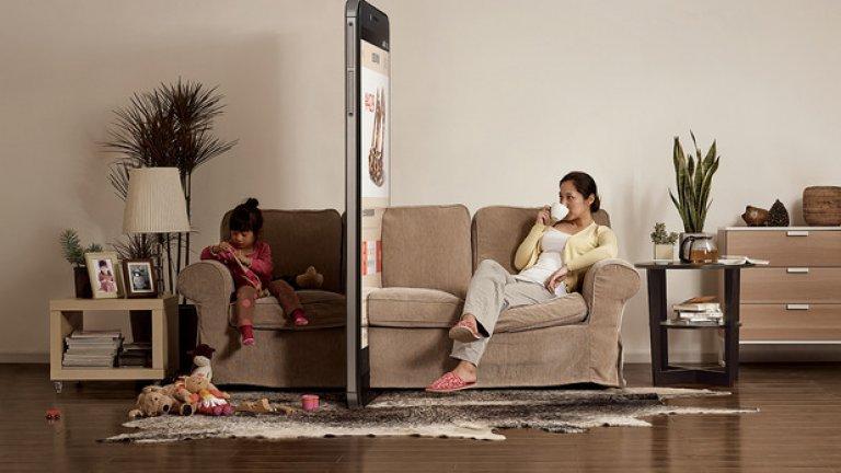 Серията показва нормални домашни ситуации, в които единият изглежда се забавлява, докато другият седи в сянката на неговия смартфон