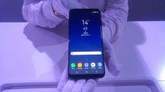 Samsung Galaxy S9   Очаква се премиерата му да бъде през март месец. Това би трябвало да бъде най-високият клас смартфон за 2018-а, който използва Android. Като се има предвид, че представянето му ще е сравнително в началото на годината, няма да чакаме твърде дълго, за да го видим. Според слуховете новият телефон от серията Galaxy ще има 3D скенер за лице, какъвто има iPhone X, плюс по-добър чипсет и камера, която може да улавя 1000 кадъра в секунда. Батерията би трябвало да бъде по-добра от 3 хил. mAh, които има Samsung Galaxy S8. Също така паралелно се очаква представянето и на по-голяма версия на смартфона – Samsung Galaxy S9 Plus. По-малко вероятно е да има сензор за пръстов отпечатък, вграден в екрана, и способност той да отблъсква водните капки.