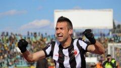 Камбуров вкара 15-ия си гол срещу Левски, а с натрупаните 186 гола в елита на българския футбол задмина Христо Бонев