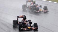 Пилотите имаха само един избор за старта на състезанието и той беше гуми за мокро време, но и с тях драмата на старта не отсъстваше.