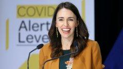 """""""Готови сме"""", заяви премиерът Джасинда Ардърн на пресконференция, на която каза, че новозеландците са се обединили по безпрецедентен начин, """"за да смажат вируса""""."""