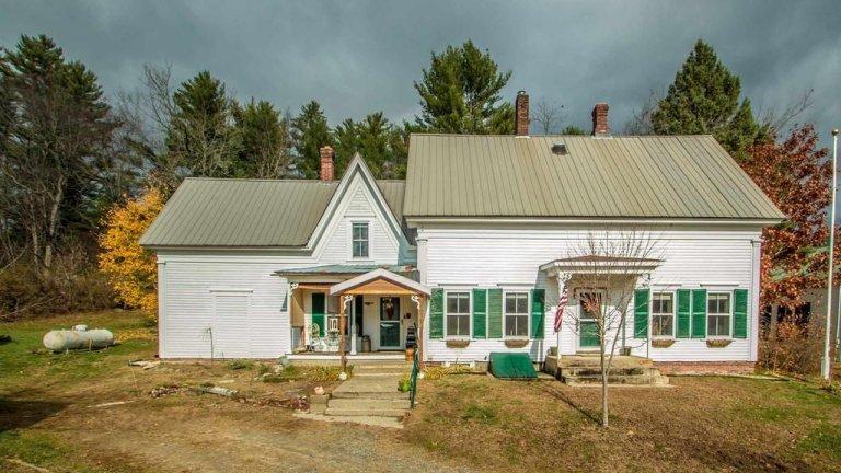 На пръв поглед офертата изглежда съвсем нормално - средно голяма спретната къща в по-спокойната и селска част на Върмонт.