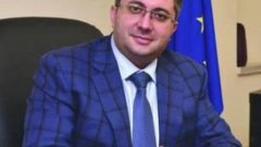 Според регионалния министър методът за решаване на проблема с дупките е неефективен