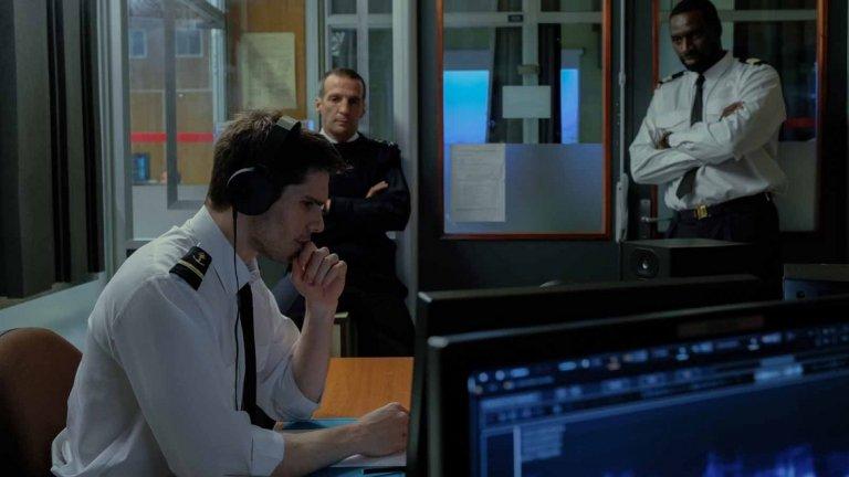 """Вълчият зов   Френският филм е с режисьор и сценарист Антонен Бодри и разказва за френска подводница, която се оказва в критична ситуация. В екипажа са командира Граншам, помощника му Д'Орси и Шантеред – акустичен анализатор и специалист по сонарно проследяване. С общи усилия те успяват да се измъкнат от опасния капан, но междувременно част от операцията е забулена в мистерия – чули са звук, който не могат да идентифицират.  Шантеред  се оказва обсебен от този неразпознаваем звук, който почти е провалил операцията им, и въпреки че е временно отстранен, пренебрегва заповедите на висшестоящите и решава да разследва сам. Сред нарастващото международно напрежение, воден от своята интуиция, специалистът ще стане участник в още по-опасна операция, което ще доведе страната му и целия свят до ръба на Апокалипсиса.  Лентата можете да гледате на 22 ноември в кино """"Люмиер Лидл""""."""