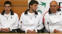 Григор Димитров (в средата) записа трета победа след като се възстанови от контузия в китката